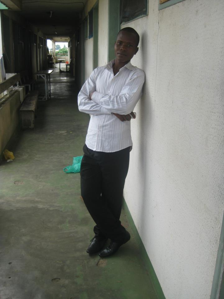 Koffi SANI dans les résidences universitaires de l'Institut Africain d'Informatique de Libreville, le 26 janvier 2012